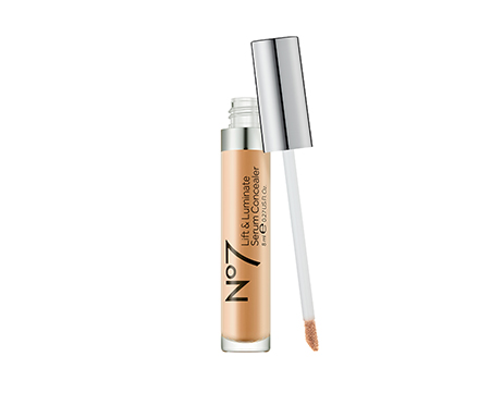 No7 Lift & Luminate Triple Action Serum Concealer Light